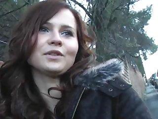 Video gratuite mec gay - Jolie fille brune soffre un vieux gros mec