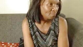 Afrikaanse Ouma Naai Dildo