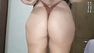 Mirelladelicia – hot little bitch taking off her clothes