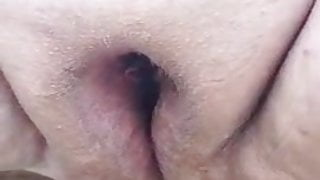 Fat pussy pissing