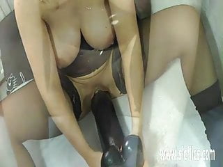 Dildo gay gigantic use who - Mature milf fucking a gigantic dildo