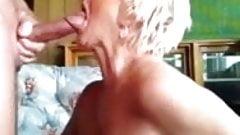 La nonna gli lascia masturbare un carico in bocca