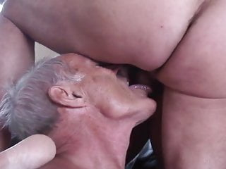 Amateur mature vidoes Amateur mature cuckold threesome part 2