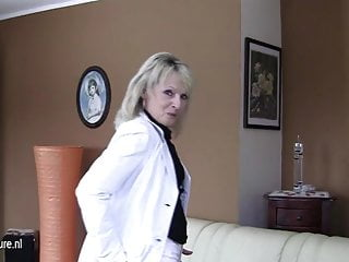 Teen tinkle Old blonde mature slut mom loves to take a tinkle