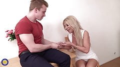 Posh fit mom sucking and fucking strong son