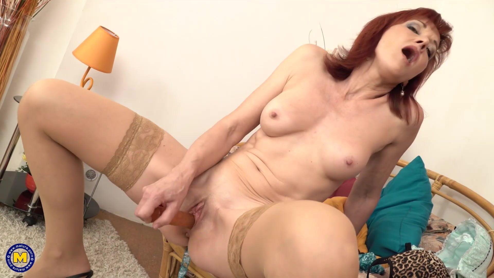 Sexy Stepmom Tara White Wears Stockings And Gets Pussy Creampie