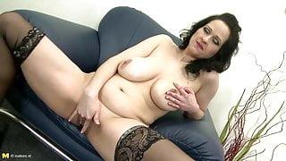 Posh mature stepmom with big tits and perfect body