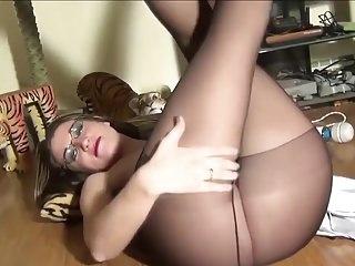 Wet pantyhose crotch - Pantyhose crotch