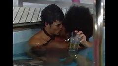 Grande fratello UK - Makosi e Anthony si scopano in piscina