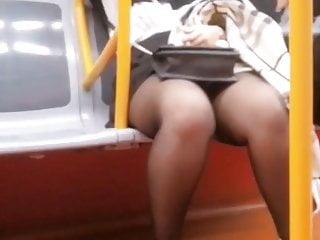 Voyuer upskirt thumbs - Voyuer in train