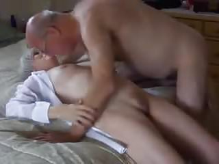 Pussy licking cumming Granny cums while getting her pussy licked