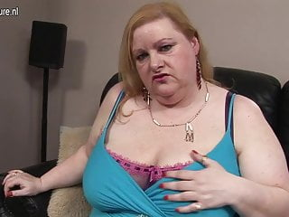 Wierd things up pussy - Big mature mom dylan loves to shake things up