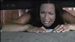 Мачеха застряла под кроватью