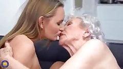 Une mamie de 85 ans et une fille de 22 ans, tabou lesbien