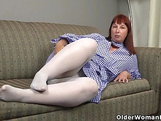 Rubbing vicks on the bottom of feet Big bottomed milf scarlett needs to rub one out