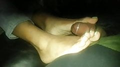Ebony footjob, powerful cumshot