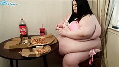 Pizza time for the SSBBW Pig
