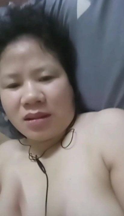 Vietnamese single mum fingering her pussy until she cums