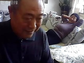 Obscene thumb - Chinese old couple in the living room obscene live sex 02