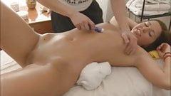 Amanda Gets A Teen Pussy Massage Sex