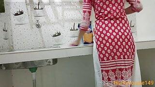 Husband bhar jane ki bad bhabhi ko kitchen me chuda HD hindi
