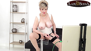 Lady Sonia giving you JOI on her live stream