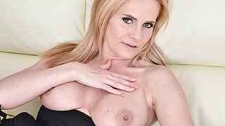 Gorgeous blonde MILF Lili Peterson
