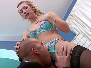 Guy fits his whole head in her pussy - His large tool barely fits her tight juicy pussy