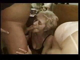 Classic mature tit Classic mature - granny clip r20