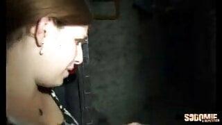 Fiby baisee dans une cave
