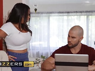 Jeremy duncan comic strip - Dirty masseur - julianna vega duncan saint - massaging