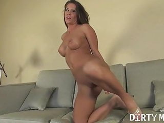 Female muscle vibrator - Female muscle porn star shows off her amazing body