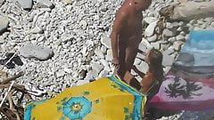 Guy Cumshot his girlfriend in her mouth at a public beach