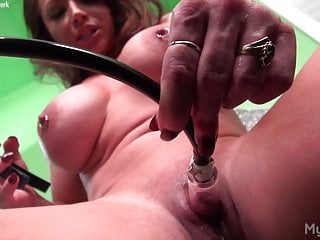 Female clit pics - Naked female bodybuilder pumps her big clit