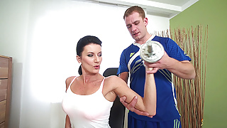 sporty step mom fucked by her coach