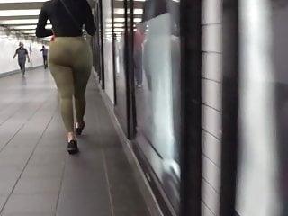 Underground upskirts - Phat booty underground