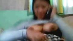 Pinay mom on the cam nilaro ang matambok nyang pekpek.