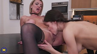 Teen daughter eating step moms hungry cunt