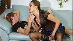 Русская зрелая тетя с молодым пареньком.