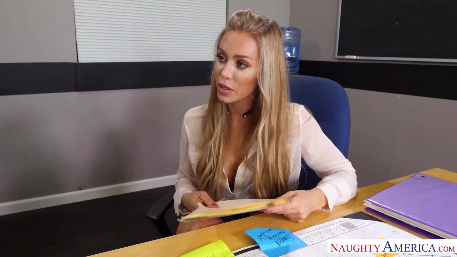 Nicole Aniston Behind Scenes