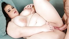 BBW Serves Up Her Twat for a Guy to Fuck