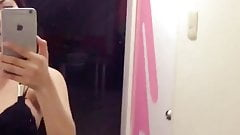 Shirley Alegre posando en el espejo