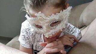Vicina di casa ucraina si fa riempire la bocca di sborra
