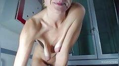 Little milf saggy tits.