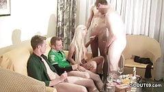 Privater Gangbang mit 5 Typen nach der Disco im Hotel