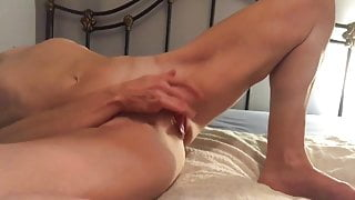 She is horny fingering her pussy