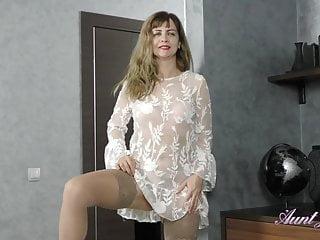 Sexy foot girls olga Full-bush 44yr-old auntie olga gets-off in stockings