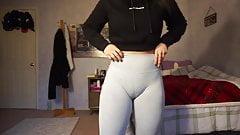 Fuckable girl cameltoe camel toe pussy tight gym shorts