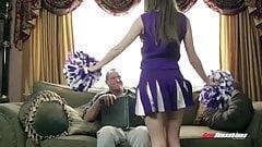 Riley Reid трахает своего отчима