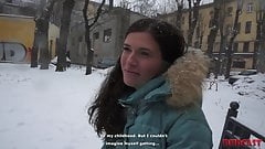 ロシアの痩せ型少女とセックスしたいのに断られた男